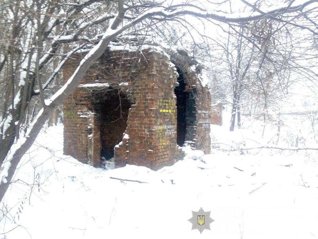 Тіло знайшли у закинутій будівлі: закарпатку підозрюють у вбивстві, яке сталося у Львові