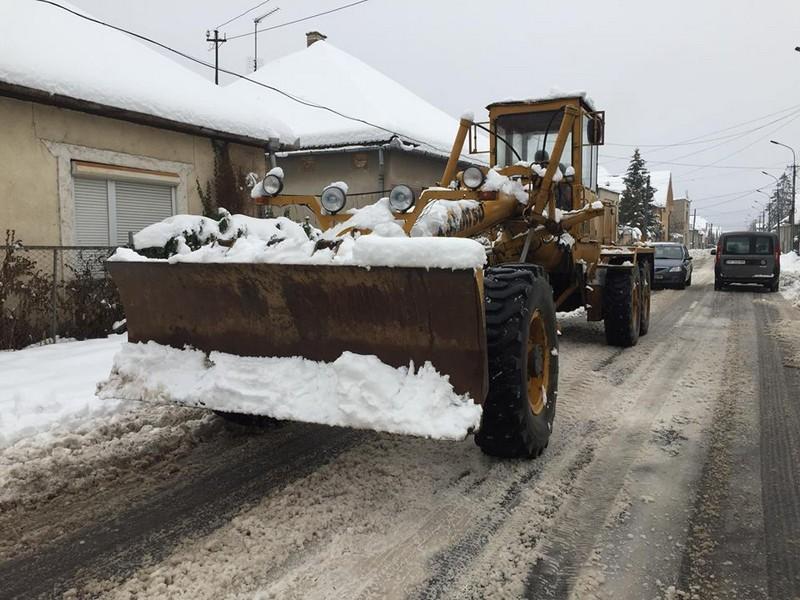 Мукачівців проінформували, хто має прибирати сніг у місті