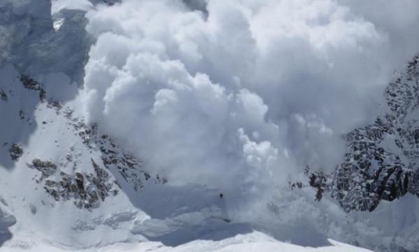 Небезпека в горах: туристів просять не ризикувати життям