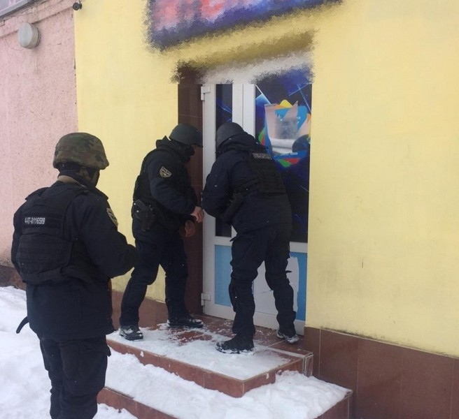 Гральний бізнес у Воловці: поліція провела обшук