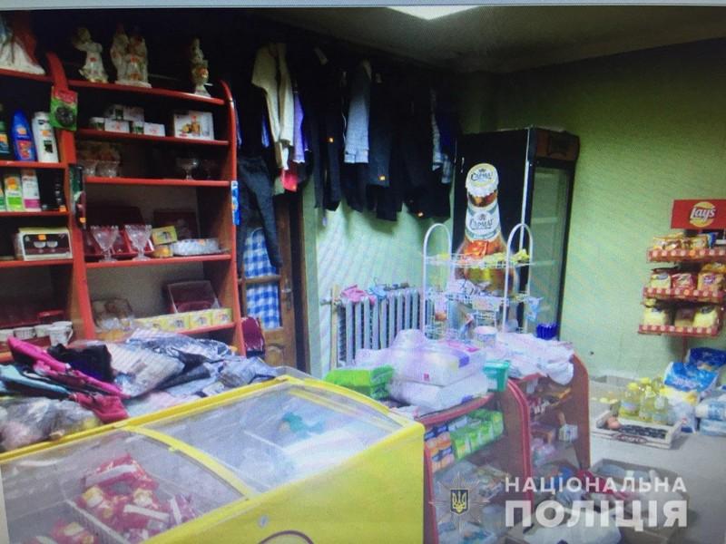 Молодий чоловік із ножем у руках зайшов до магазину у селі Грушево і погрожував продавчині