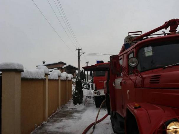 16 рятувальників гасили пожежу у Мукачеві