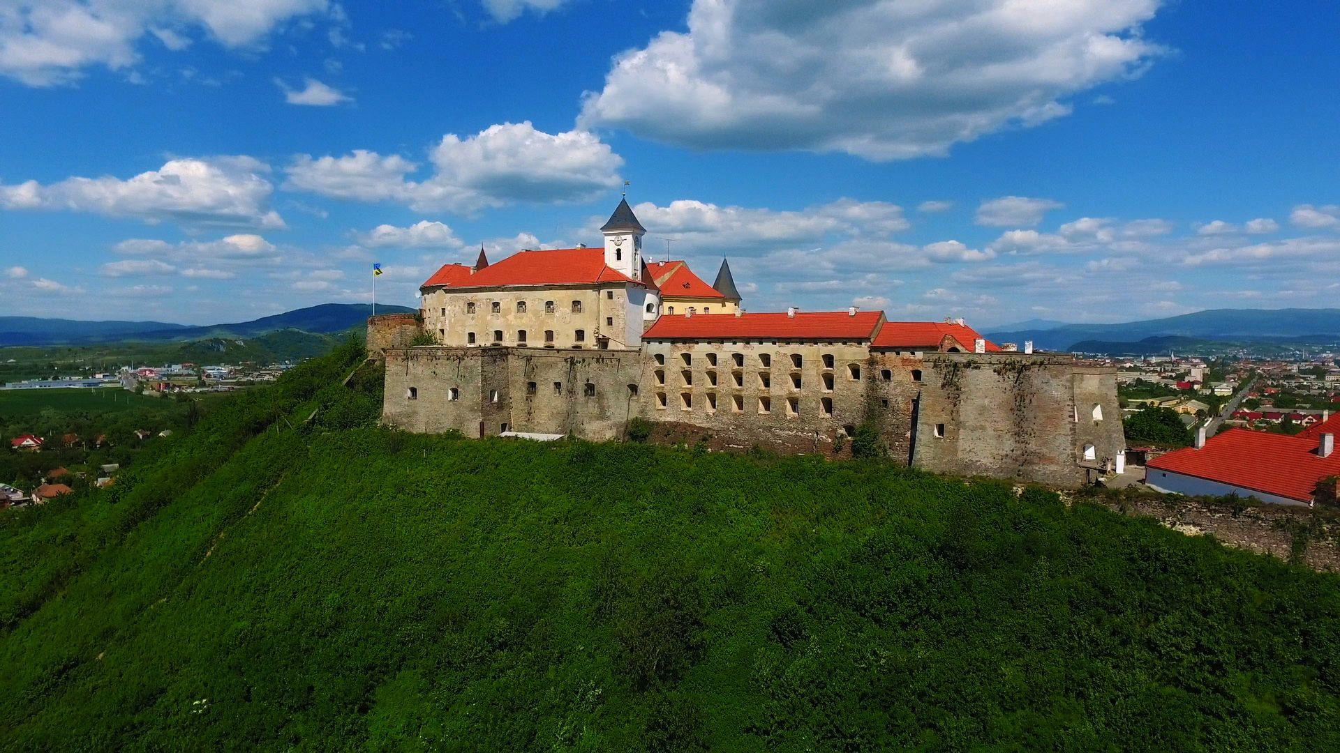 Замки Закарпаття, історія та фото замків на Закарпатті. Сьогодення фортець.