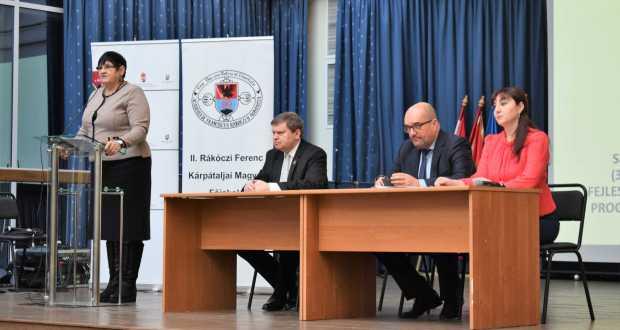 У Берегові стартували курси з вивчення української мови для етнічних угорців