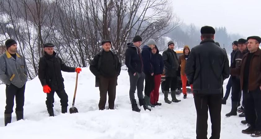 У селі Копашнево через непрочищені дороги не їздить автобус