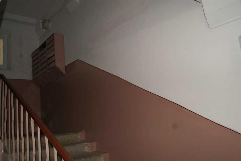 В Ужгороді у під'їзді будинку напали на чоловіка
