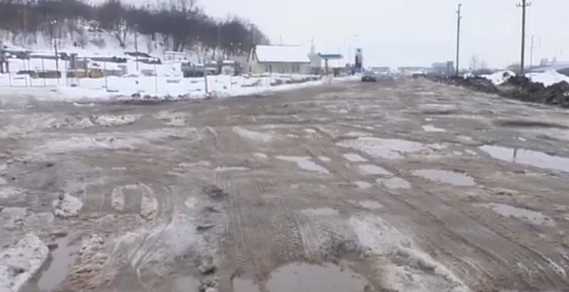 Через розбиті об'їзні Мукачева патрульні оштрафували Закарпатський облавтодор