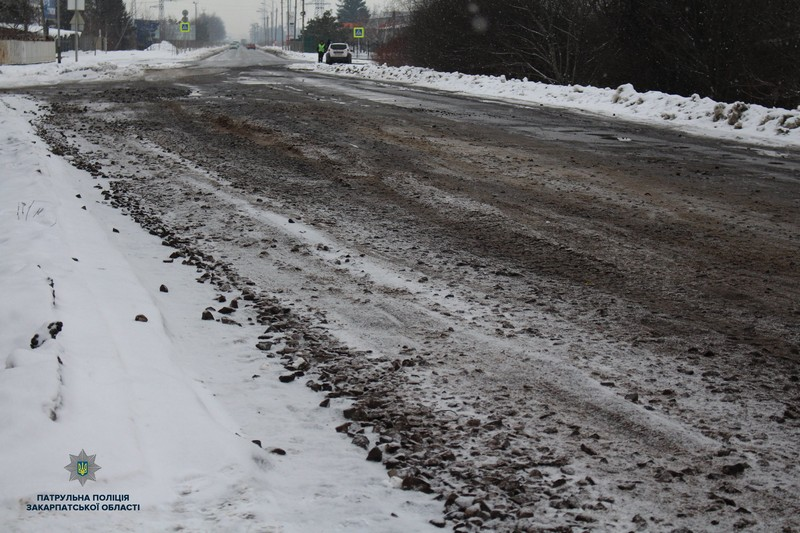 """Представники фірми """"БудКомплектТорг"""" розповіли, коли відремонтують багатостраждальну об'їзну у Мукачеві"""