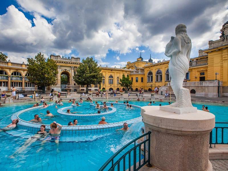 Термальні басейни Угорщини: ціни на квитки, як доїхати та практичні поради