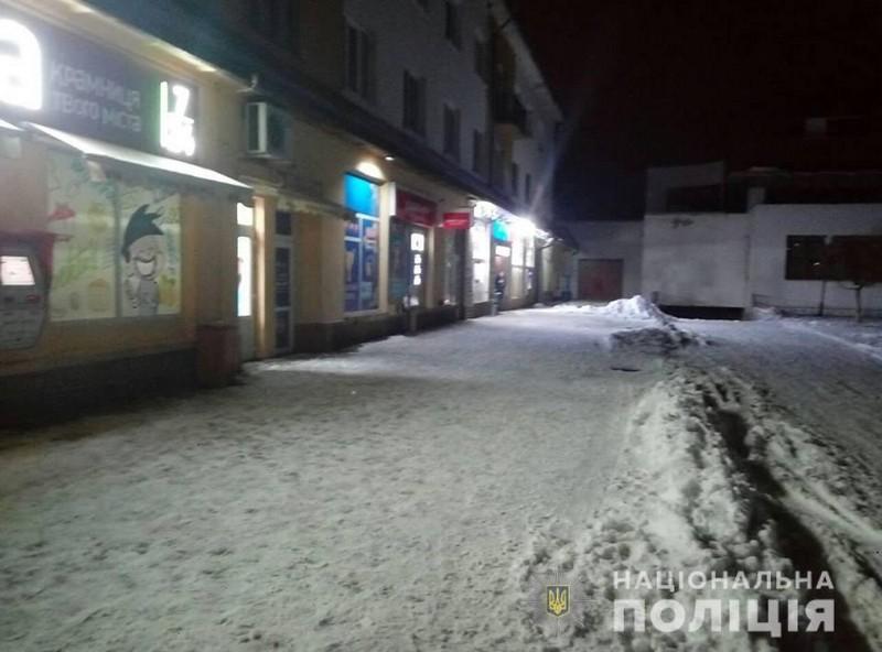 Вчора вночі у Чопі чоловік посеред вулиці стріляв у людей