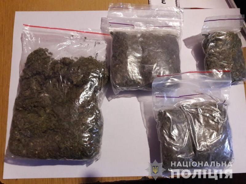 У будинку жителя Виноградова поліція знайшла марихуану