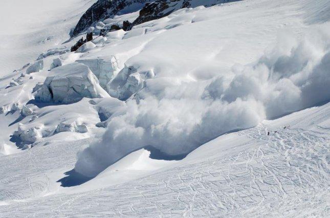 На Закарпатті існує значна снiголавинна небезпека. Туристів просять не йти в гори