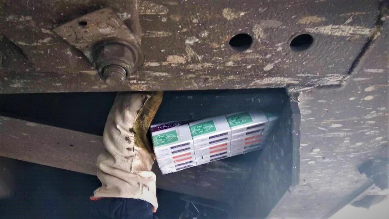 У вантажному потязі, який прямував з України до Угорщини, знайшли контрабандні сигарети