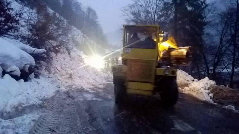 У Рахівському районі на дорогу біля села Ділове зійшла снігова лавина