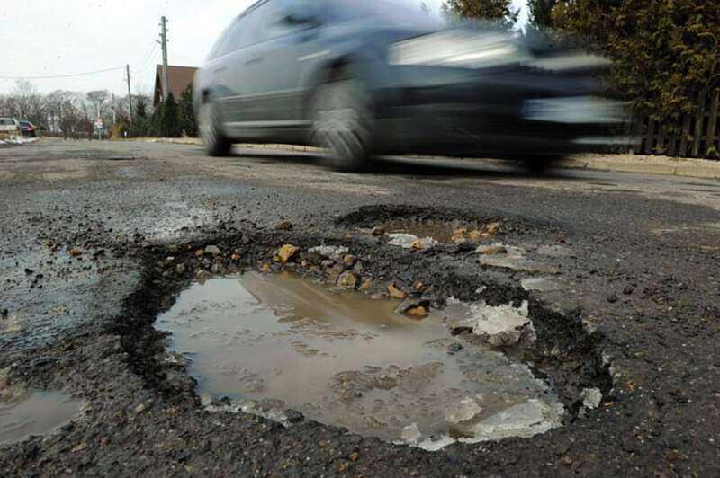 Голова Закарпатської ОДА Геннадій Москаль розповів, чому на Закарпатті дороги у жахливому стані