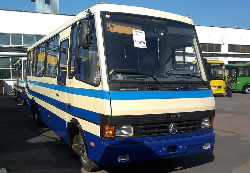 Мукачівське АТП знімає автобуси з деяких напрямків через погані дороги в Закарпатській області