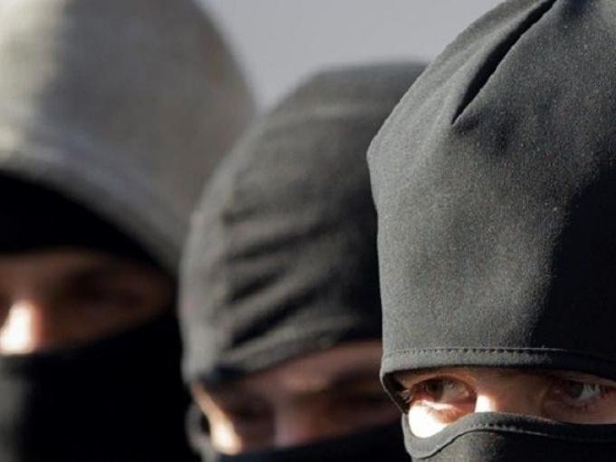 """Троє чоловіків """"обчистили"""" будинок у Виноградові: вкрали понад 100 тисяч гривень"""