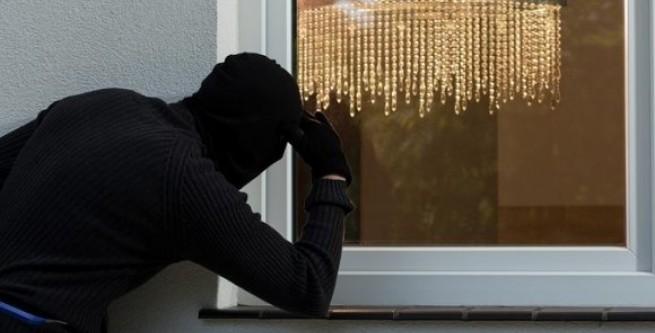 У Виноградові 29-річний чоловік пограбував жінку, в якої винаймав будинок