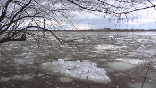 В очікуванні негоди: після сильних снігопадів на Закарпатті готуються до паводків