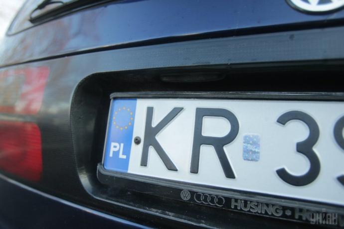 """В Україні спостерігається обвал цін на """"євробляхи"""": авто продають за """"копійки"""""""