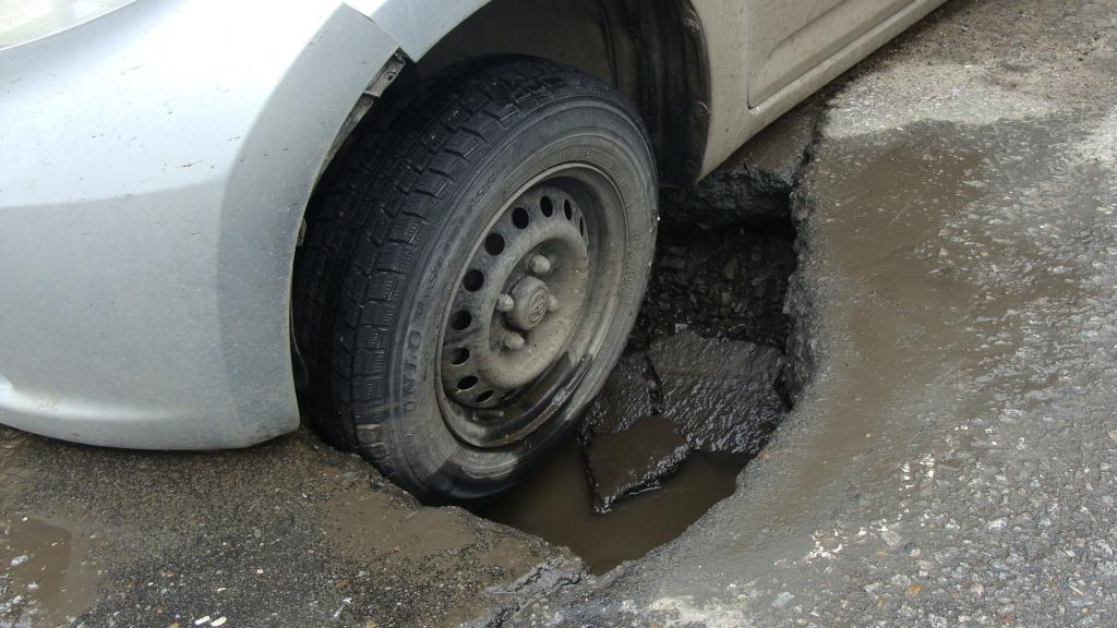 Як отримати компенсацію за пошкоджене на ямах авто