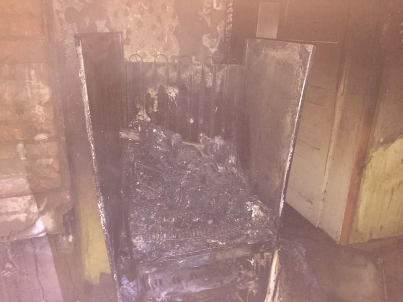 Під час пожежі у Хусті чоловік обпік обличчя