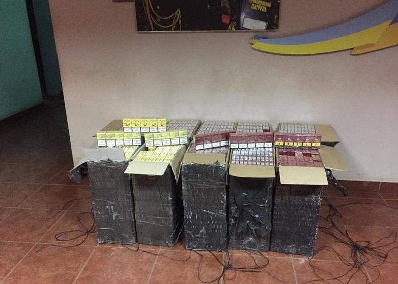 На Закарпатті контрабандисти намагалися переправити через кордон майже 5 тисяч пачок сигарет
