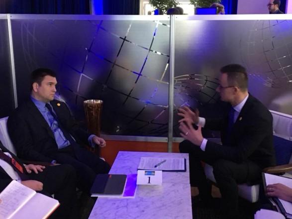 Міністр закордонних справ України Павло Клімкін зустрівся у Вашингтоні із главою МЗС Угорщини Петером Сійярто