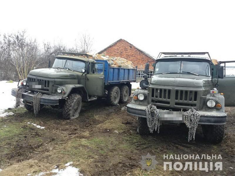 Троє розбійників увірвалися на автозаправку у селі Білки і погрожували працівникам