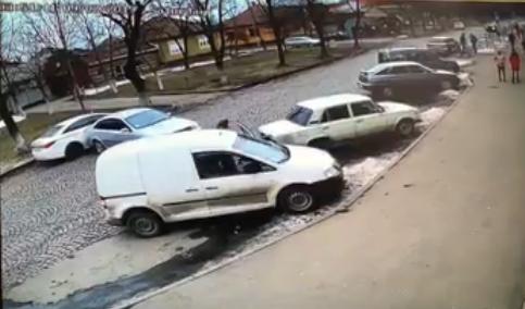 Патрульні знайшли винуватця ДТП, яка сьогодні сталася у Мукачеві в мікрорайоні Підгоряно