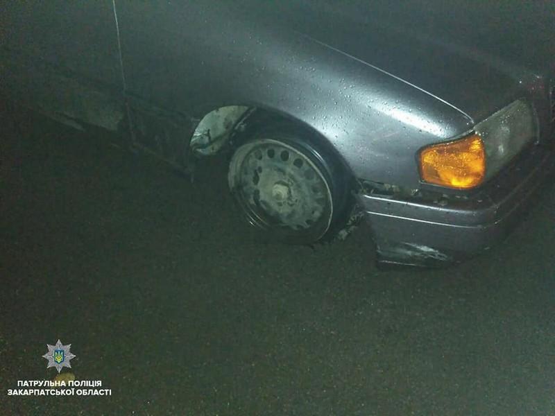 """В Ужгороді нетверезий водій їздив містом на машині з """"голим"""" диском"""