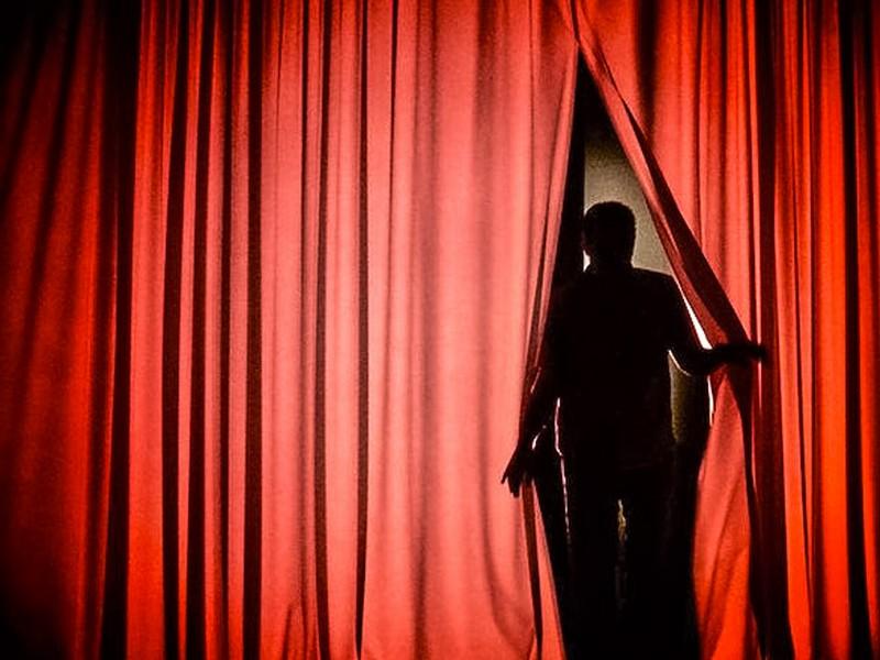 """""""Чоловіки не танцюють стриптиз"""": закарпаток запрошують на цікаву виставу напередодні 8 Березня"""