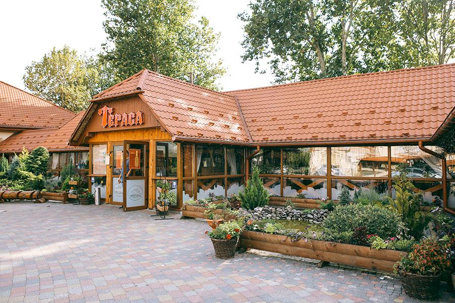 """Ресторан """"Графський двір"""" (""""Порядний ґазда"""") у Мукачеві"""
