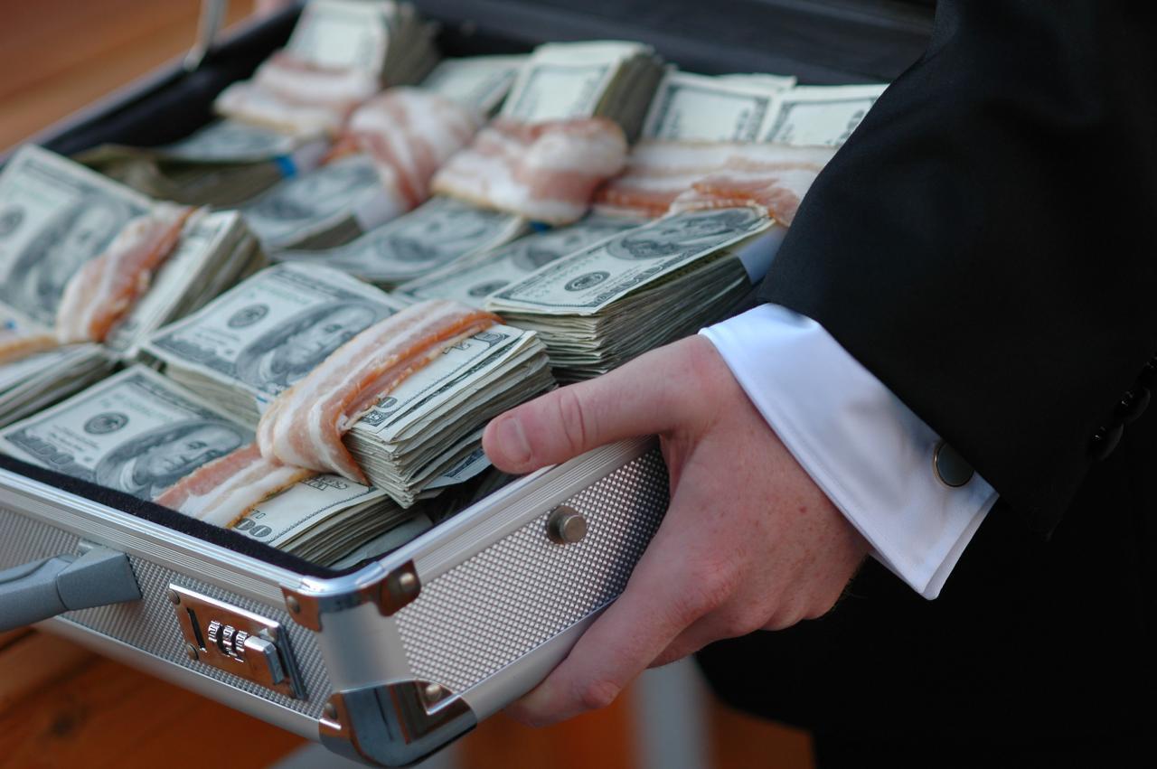 Крадіжка дня: в Ужгороді зловмисник з будинку вчителя вкрав три мільйони гривень