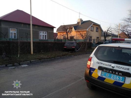 В Ужгороді зіткнулися Ауді та ВАЗ. Винуватець аварії втік