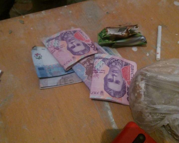 Троє зловмисників побили в Ужгороді чоловіка і відібрали в нього гроші