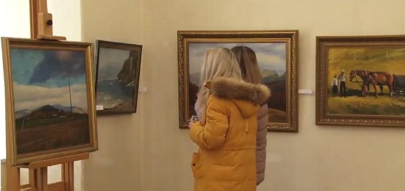 В Ужгороді відкрили мистецьку виставку картин закарпатського лікаря Олександра Липчея