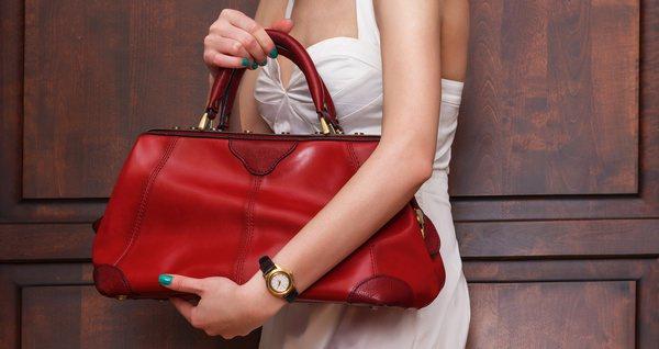 У Перечині у жінки вкрали сумку, в якій було майже 20 тисяч