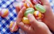 Поліція прокоментувала інформацію про солодощі із наркотиками, які нібито пропонують школярам невідомі