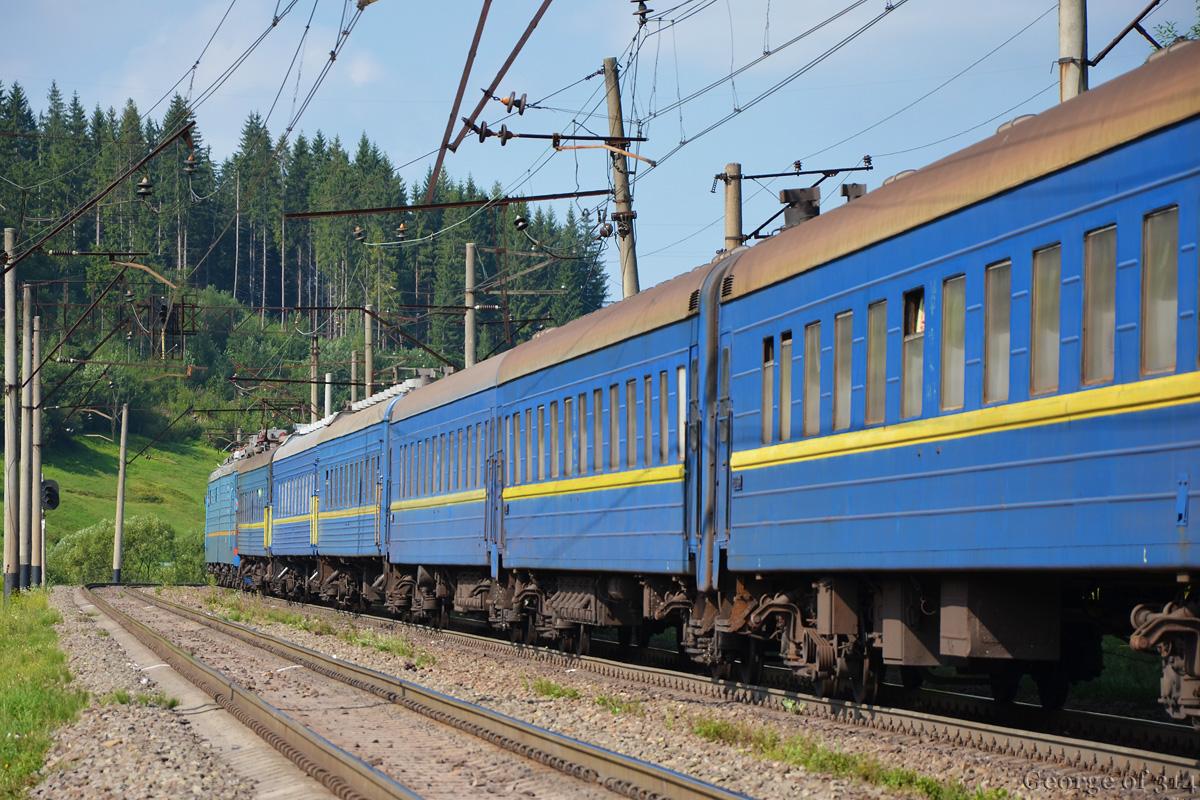 У період весняних свят на Закарпаття курсуватимуть три додаткові потяги – два з Києва та один із Одеси
