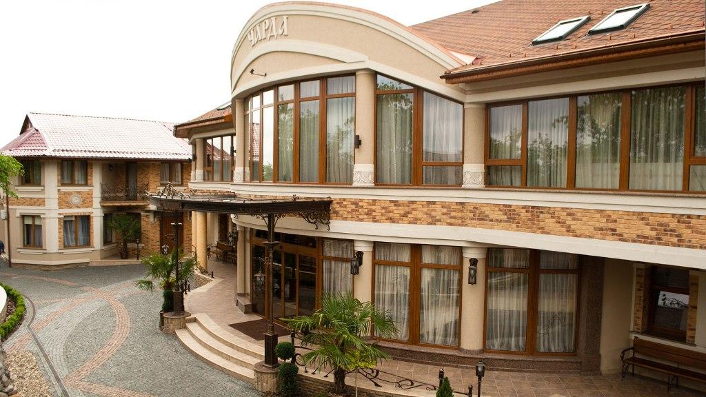 """Ресторан гостинний двір """"Чарда"""" місто Ужгород"""