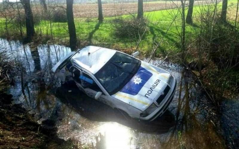 П'яний поліцейський скоїв аварію у селі Гать, що на Берегівщині. Постраждало двоє людей
