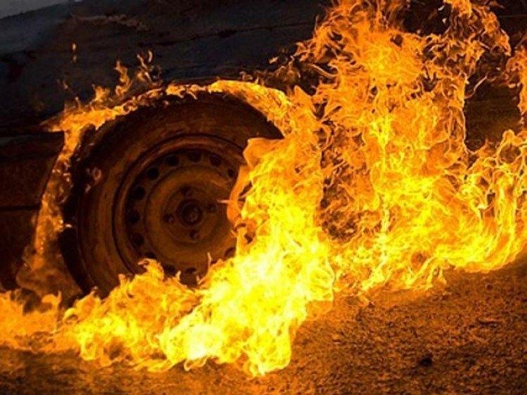 На Виноградівщині ввечері горіла машина Oper Vivaro