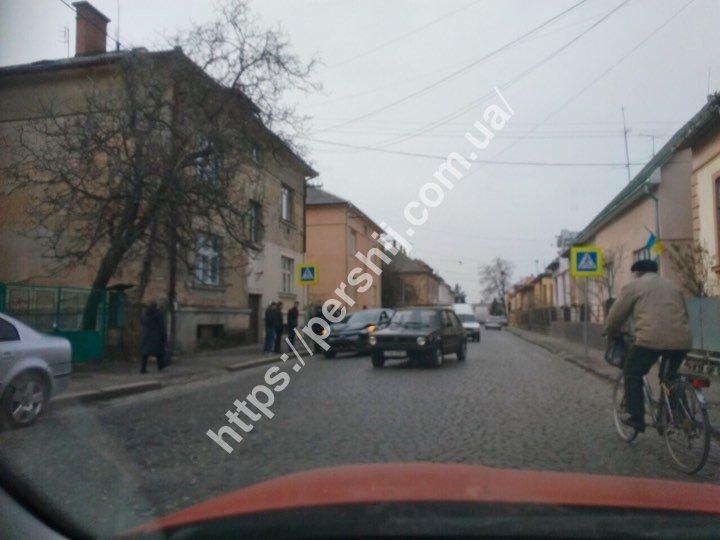 У Мукачеві 1 березня сталася аварія: зіткнулися два авто