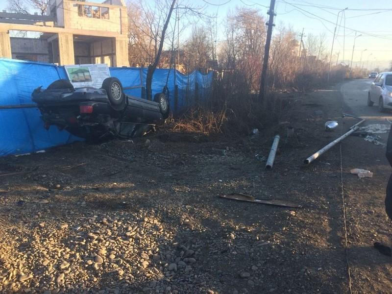 Аварія на виїзді з міста Хуст: авто перекинулося на дах