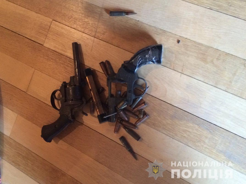 На Ужгородщині у 46-річного чоловіка знайшли револьвери і набої