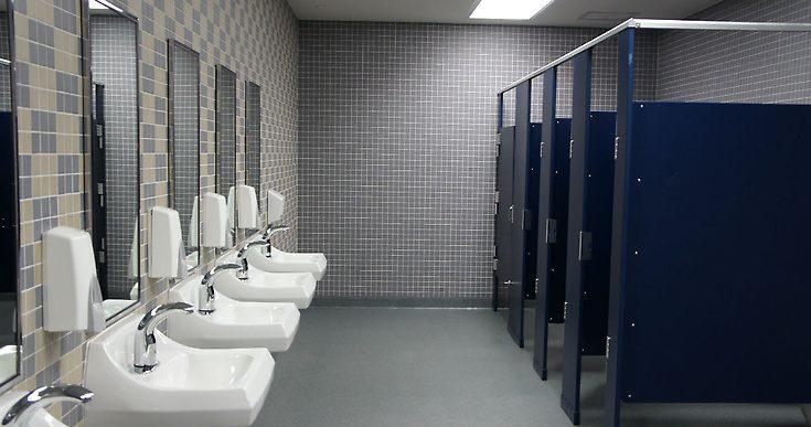 У школах Закарпаття облаштують теплі туалети