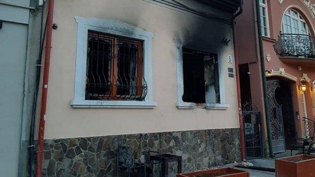 Офіс угорців в Ужгороді підпалили, щоб знищити майно