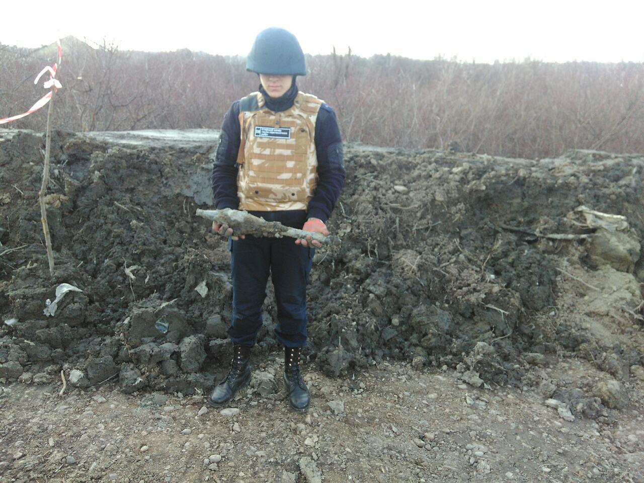 В Ужгороді під час чистки каналу знайшли вибухонебезпечний предмет – гранатометний постріл