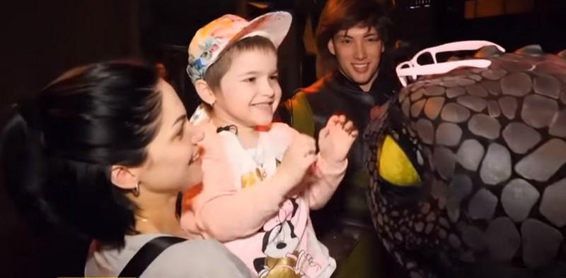 Маленька закарпатка, яка бореться з раком, відправилася у далеку подорож в Дубаї, аби здійснити свою мрію